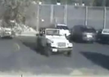 Ce Jeep est sur le point de faire une manoeuvre qui vous fera sourire! C'est Hilarant!