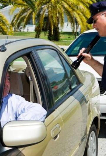 Cet automobiliste a trouvé la raison la plus comique à donner à un policier quand on roule trop vite...