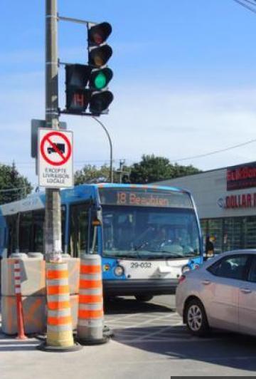 Un feu de circulation en pleine rue: la ville de Montréal fait encore beaucoup jaser!