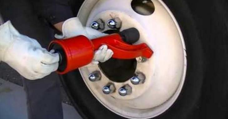 Une invention incroyable pour enlever vos roues rapidement et sans forcer!
