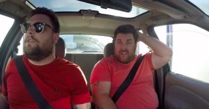 Le titre dit tout: 2 idiots dans un lave-auto... Hahaha c'est vraiment trop drôle!