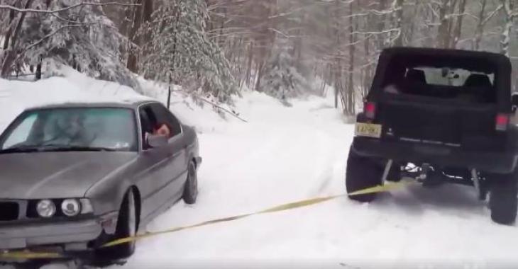 Ils tentent tous de remorquer une voiture, et ce n'est franchement pas réussi! Des Fails qui vous feront éclater de rire!