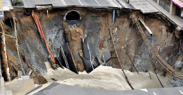 Le Japon répare une immense route effondrée en seulement 48 heures