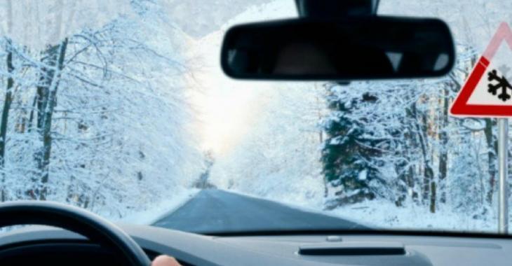 5 choses que vous ne devez jamais laisser au grand froid l'hiver dans la voiture.