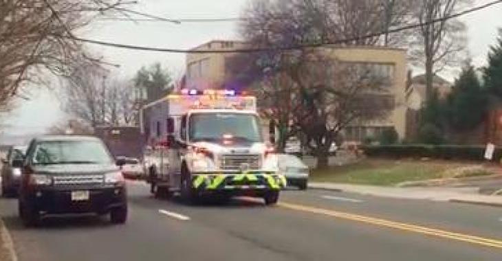 Une ambulance se précipite vers quelqu'un en détresse; vous éclaterez de rire quand vous entendrez sa sirène!