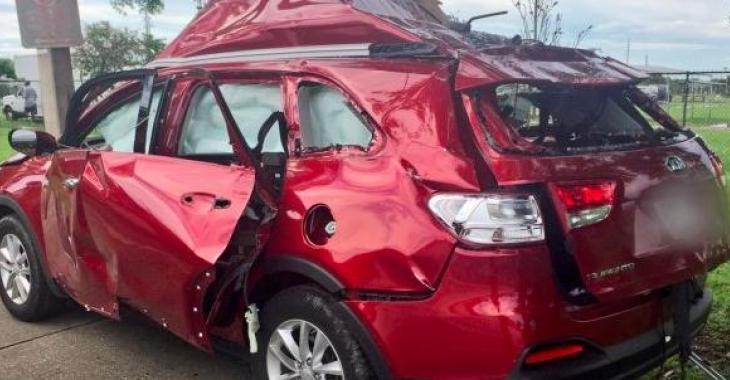 Une explosion dans une voiture à cause d'un BBQ! C'est la chose la plus bizarre de la journée!