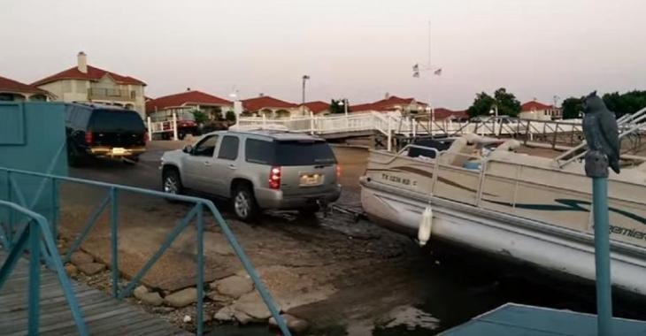 La pire façon pour ruiner son week-end, le pire c'est qu'il ne brise pas juste son bateau!