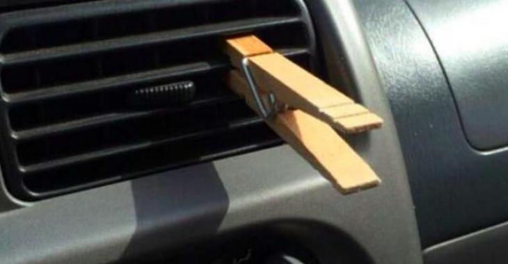 Elle accroche une pince à linge dans sa voiture, la raison est vraiment épatante!