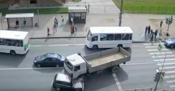 Ces camionneurs ont probablement trouvé leur permis dans une boîte de céréales...