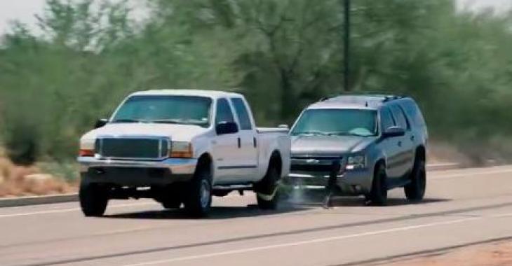 Ne vous sauvez pas de ce policier, il attrapera votre voiture et l'immobilisera d'une façon peu commune!