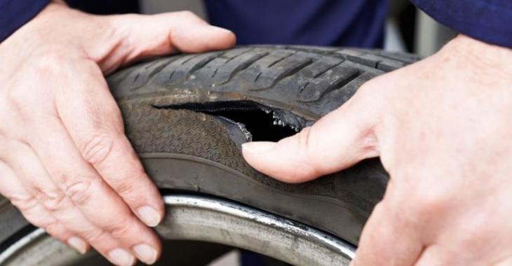 Peu de gens savent comment vérifier si leurs pneus sont rendus trop vieux, ça peut sauver des vies!