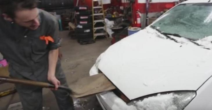 VIDÉO: Ce mécanicien DÉTRUIT les voitures de ses clients!