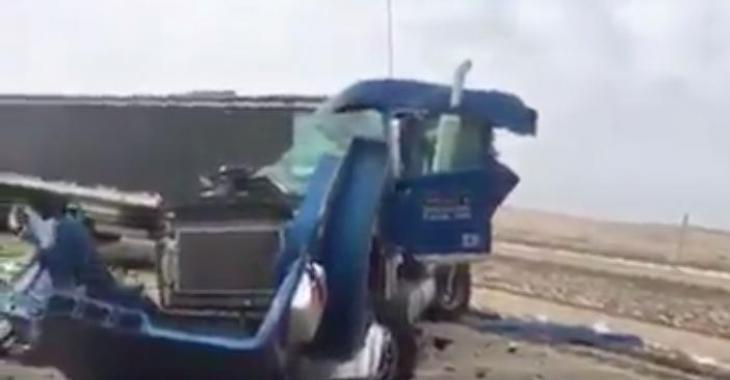Des images désolantes d'un accident majeur entre 2 poids lourds.
