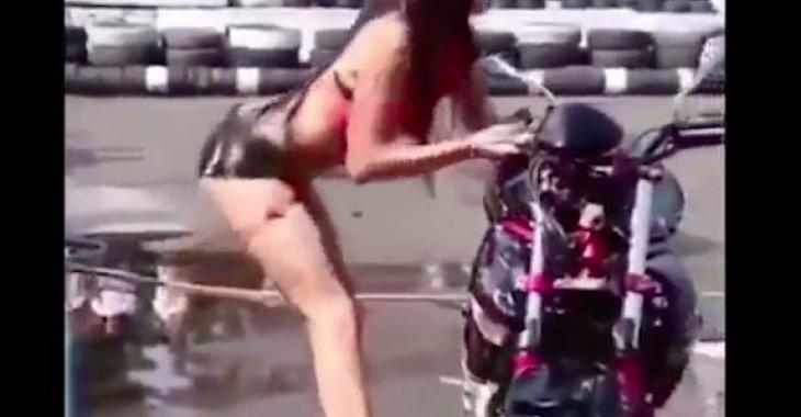 Cette délicieuse compilation vous prouvera que la moto, ce n'est pas pour tout le monde!