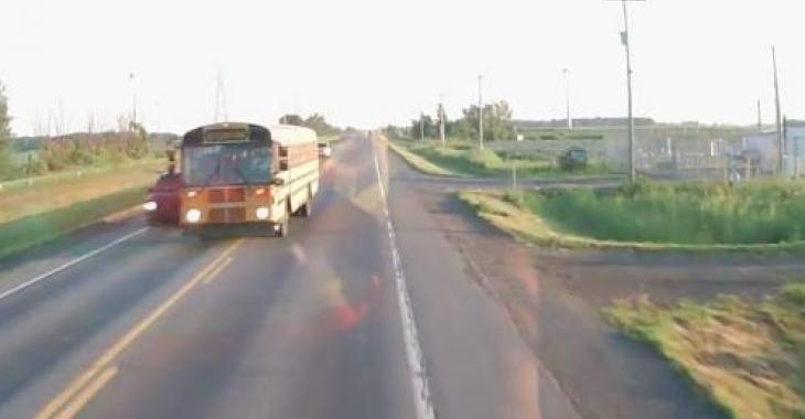 Un camionneur Québécois a eu toute une frousse hier sur la route 221 à St-Rémi!