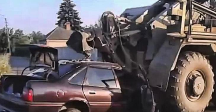 VIDÉO: Accidents spectaculaires de véhicules militaires et de police!