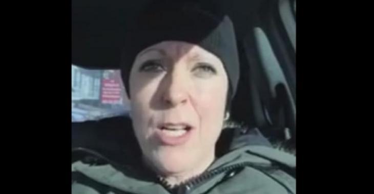 VIDÉO: Une femme pète totalement une coche à cause de sa voiture, voyez pourquoi!