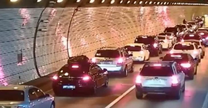 Voici comment on devrait laisser passer les véhicules d'urgence! Regardez attentivement comment ces gens agissent!