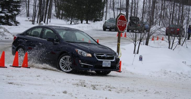 Les freins ABS font-ils vraiment une différence l'hiver? À voir!