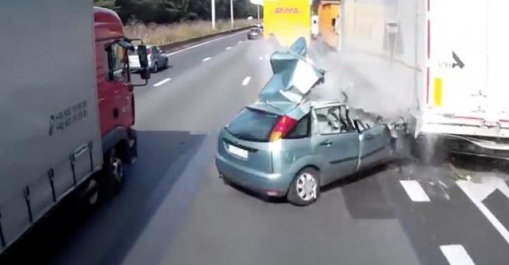Non, la conductrice de la voiture n'est pas morte...!!!!!