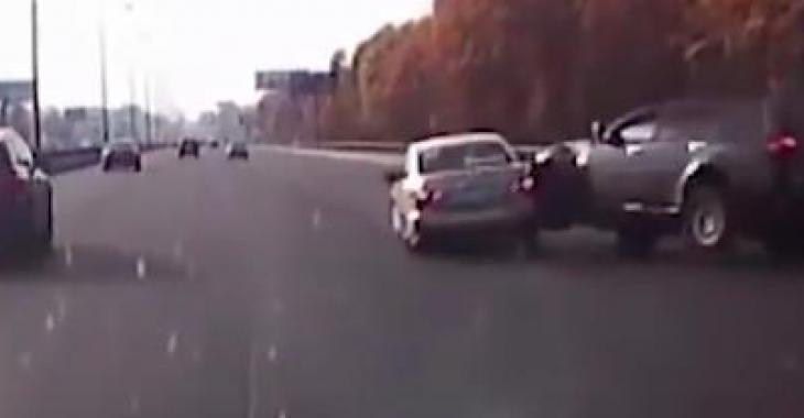 Ces conducteurs ont été pris en flagrant délit d'incompétence au volant et les images sont effroyables!