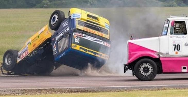 Top-10 accidents de camionneurs qui font la course, le dernier fait peur!