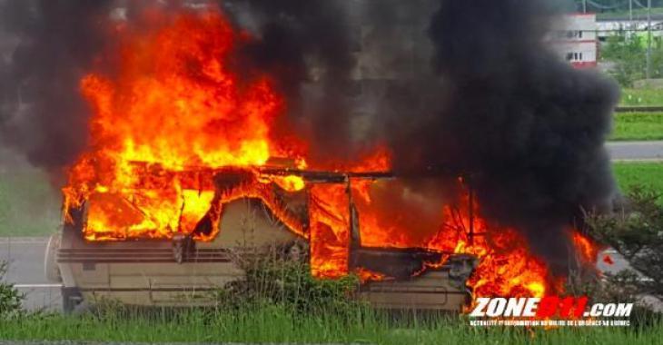 Un motorisé en feu dans le secteur de Lévis ce weekend. Les images sont effroyables!