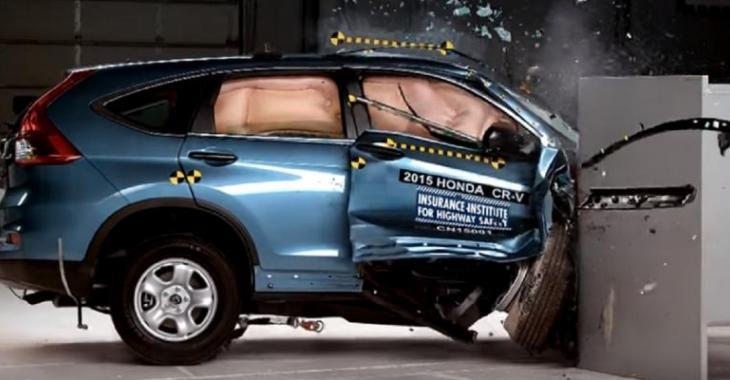 Voyez la différence de sécurité entre un CRV et un RAV4 lors d'un accident fatal, le choc est violent!