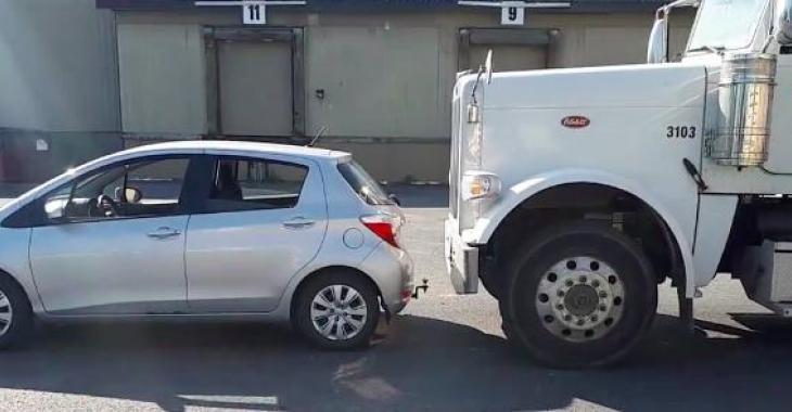 Cette chauffeuse vous démontre ce qu'elle voit quand vous êtes trop proche de son camion! Ça fait réfléchir!