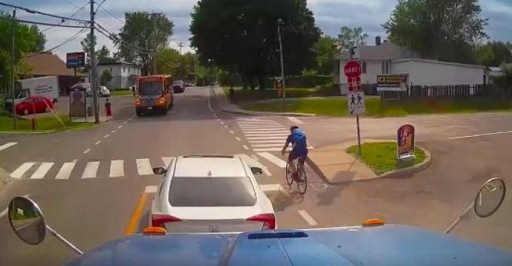Ce cycliste ne se soucie pas de ce qui se passe autour de lui; seulement au Québec! Ne le quittez pas des yeux!