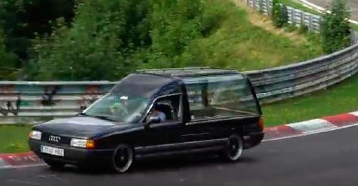 Voici une compilation des véhicules les plus bizarres qui ont été vu sur le Nurbürgring; C'est assez comique par moment!