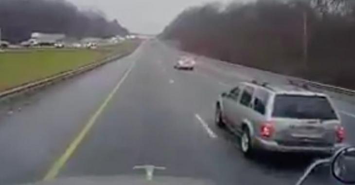 Ne quittez pas la voiture devant le VUS des yeux. Ce que son conducteur fait vous donnera froid dans le dos!