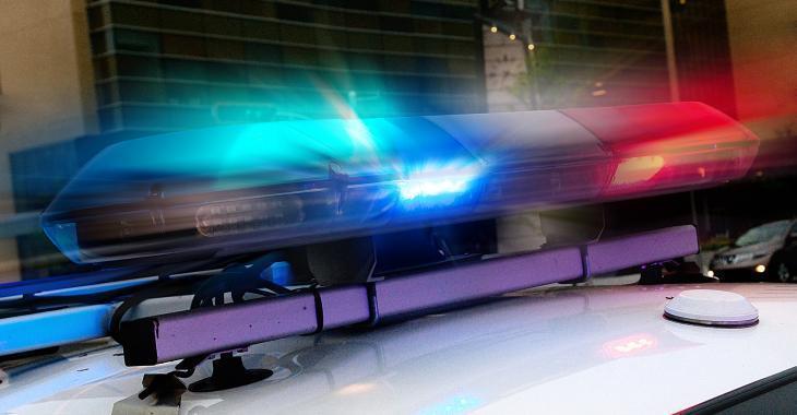 Une voiture encastrée sous une remorque lors d'un accident