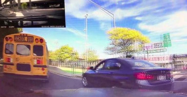 Un idiot tente de couper un autobus par la droite, mais le karma s'occupe vite de lui!