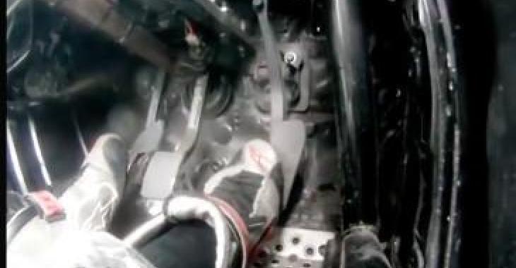Ils filment les pieds d'Un pilote professionnel lors d'une prestation de drift; c'est vraiment très surprenant!