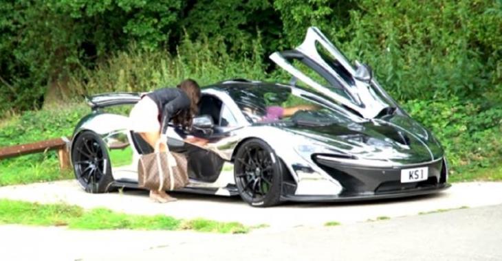Il se moque de cette jolie demoiselle avec sa McLaren P1, elle l'avait un peu mérité!
