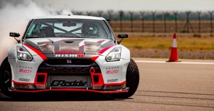 Voici la vidéo officielle de la GT-R qui fracasse le record du monde de drift à plus de 300 km/h!