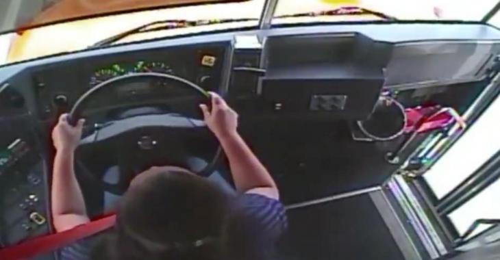 La scène de l'accident entre l'autobus et le poids lourd vue de l'intérieur de l'autobus !!!