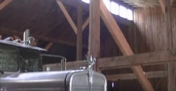 Ils découvrent un vieux camion de l'année 1958 dans une grange, incroyable!