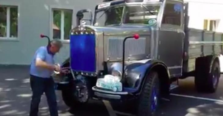 Il a une façon plutôt originale de démarrer son superbe camion; c'est fantastique!