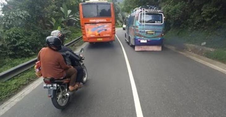 Les chauffeurs d'autobus les plus dangereux au monde, ils sont complètement FOUS!