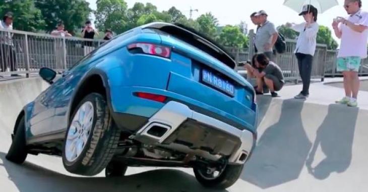 IL teste la Range Rover Evoque d'une façon extrême! C'est hallucinant!