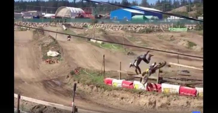 Une compilation d'accidents de motocross spectaculaires; on a mal pour eux!
