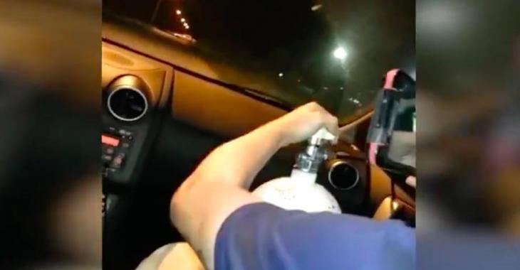 Ils installent une bouteille de NOS dans une voiture de location mais ils n'auront pas de plaisir vraiment longtemps! Oups...