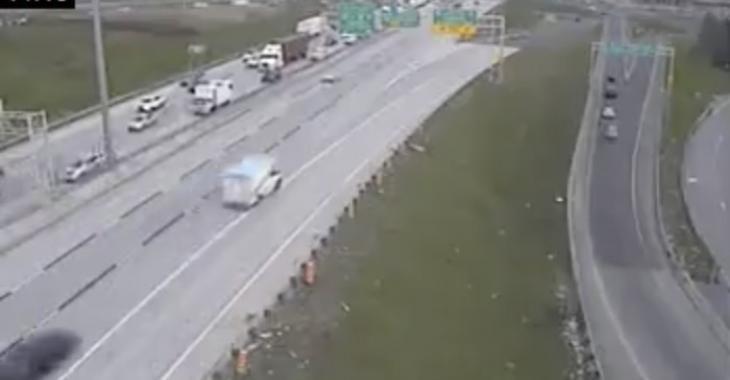 Accident impliquant 3 camions sur l'autoroute, évitez le secteur!