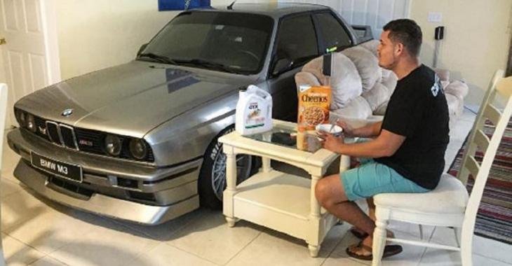 Il protège sa BMW E30 M3 d'un ouragan en la stationnant à l'intérieur de sa maison