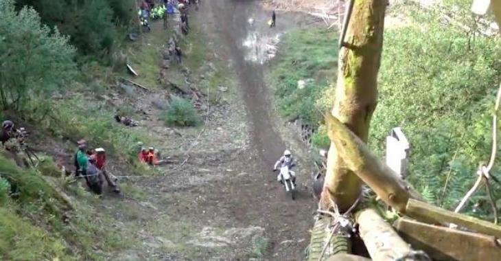Cette colline semble donner beaucoup de difficultés à tous ceux qui tentent de la gravir! Les images sont stupéfiantes!