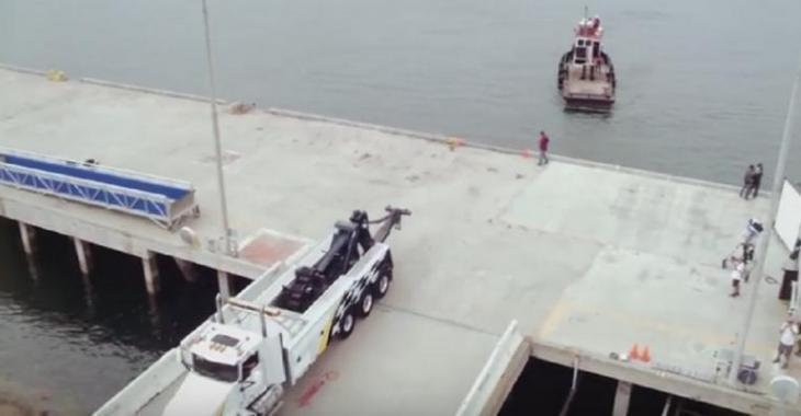 DUEL ÉPIQUE: Un camion très puissant contre un bateau, le résultat est surprenant!