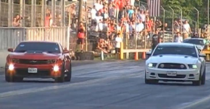 Vidéo: Camaro ou Mustang? Quelle est la plus rapide entre les 2?
