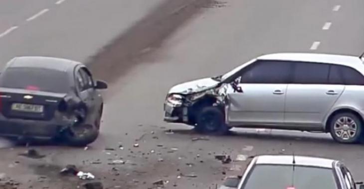 Compilation récente d'idiots au volant, pas de prix Nobel pour ces automobilistes!